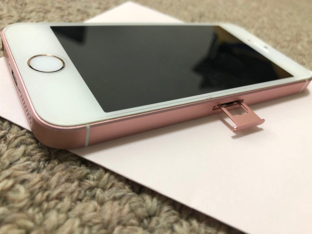 iPhone SE SIMトレイ